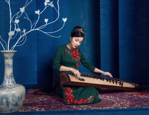 Minh Hương ngọt ngào với áo dài cách tân