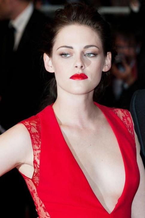 Mỹ nhân Hollywood lăng xê mốt son đỏ