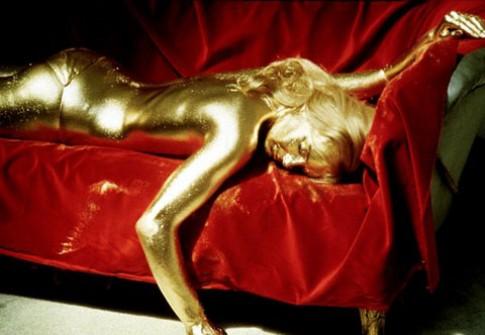 Nhuộm tóc bằng vàng - Đẳng cấp đại gia?