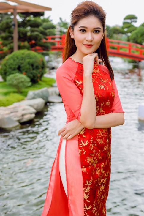 Tết đến rồi, diện áo dài màu gì để sung túc và hạnh phúc cả năm như Á hậu Thùy Dung?