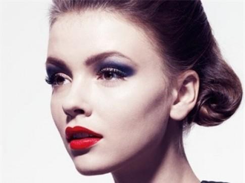 Trang điểm mắt hợp với son môi đỏ