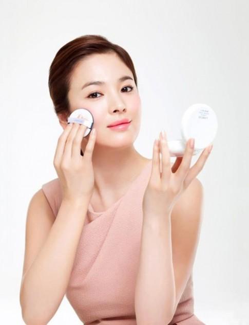Trong mùa hanh khô, bí quyết trang điểm nào giúp bạn luôn rạng rỡ như sao Hàn?