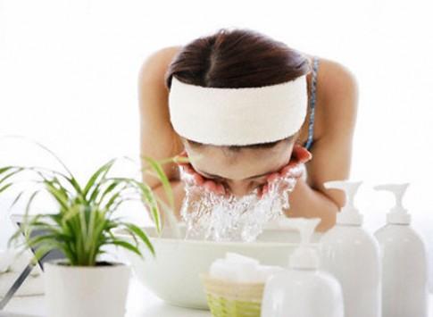 10 sai lầm hay mắc phải khi rửa mặt