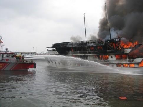 6 tàu du lịch trên vịnh Hạ Long bị cấm hoạt động vĩnh viễn