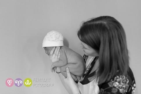 Ảnh tuyệt đẹp mô tả em bé trong bụng mẹ