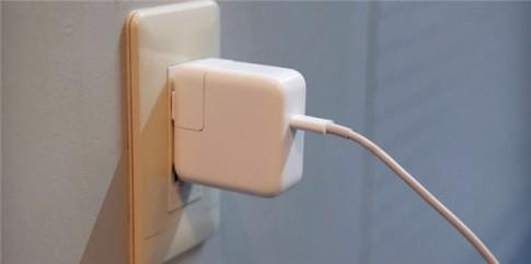 Apple cho thu hồi sạc máy Mac, iPad vì có nguy cơ giật điện