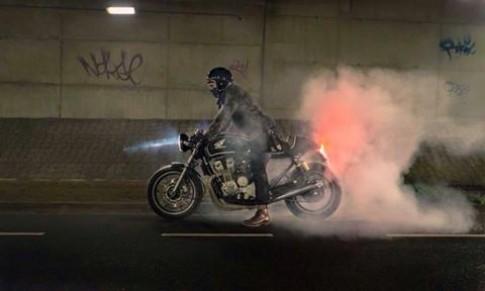 Cac thanh cung giup do thanh nien dang phan van giua Yamaha R15 moi va Honda CB400