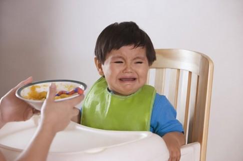 """Chỉ có mẹ mới dạy con ăn uống """"hư hỏng"""""""