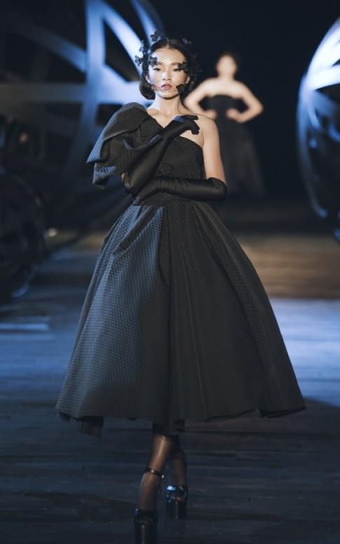 Đầm đen Thu Đông 2016 của Đỗ Mạnh Cường
