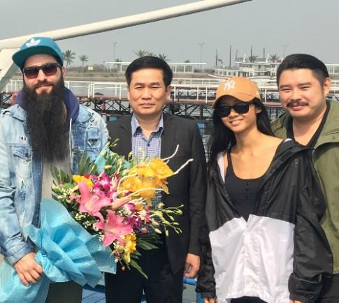 Đạo diễn phim 'Kong' trở lại vịnh Hạ Long cùng Suboi