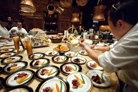 Đầu bếp từng phục vụ Angelina Jolie sẽ nấu ăn tại Hà Nội