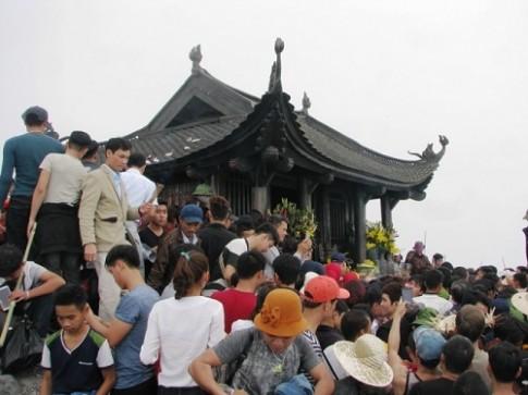 Du khách chen chân ở Yên Tử, đền Thượng dù chưa khai hội