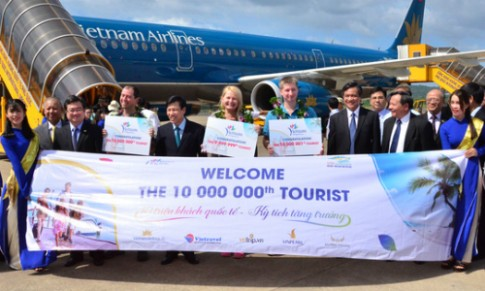 Du lịch Việt Nam đón khách quốc tế thứ 10 triệu English