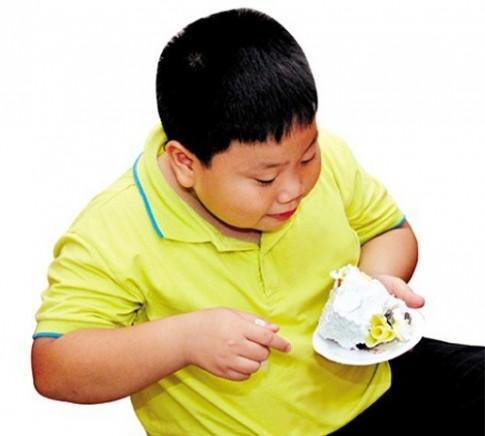 Gian nan 'cãi' mẹ chồng cho con ăn kiêng