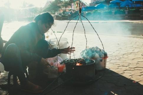 Hải sản nướng bán rong trên bờ biển Phan Thiết