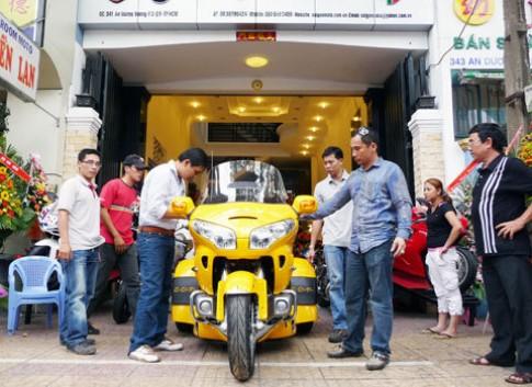 Honda Gold Wing 'độ' 3 bánh đầu tiên tại Việt Nam