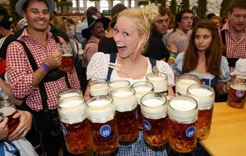 Lễ hội bia Đức Oktoberfest sôi động tại Hà Nội