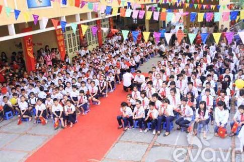 Lễ khai giảng ở ngôi trường hát quốc ca bằng tay giữa Thủ đô