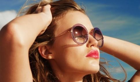 Lý do khiến kính râm là vật dụng bất ly thân trong mùa hè