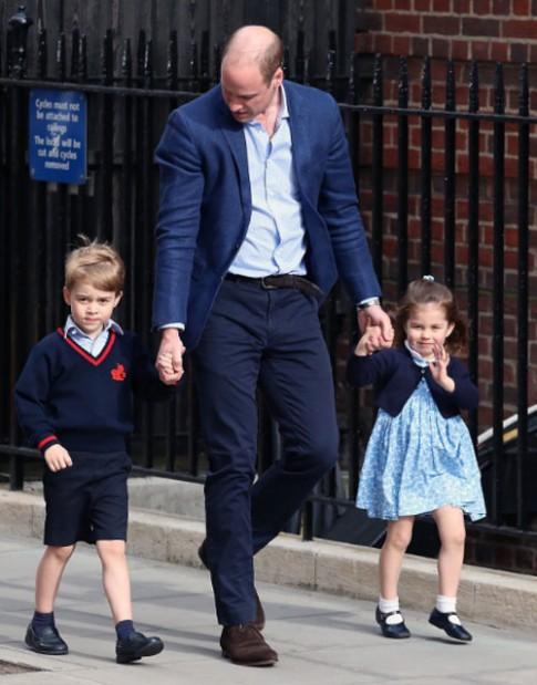 Mặc đồ 'bình dân' đi thăm em trai, váy hoa công chúa Charlotte diện 'cháy hàng' trong vòng một đêm