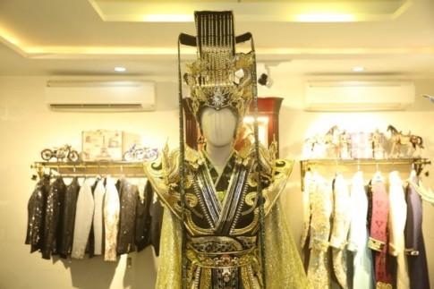 Ngắm gần Hoài Linh gầy gò diện phục trang táo quân nặng hơn 10kg