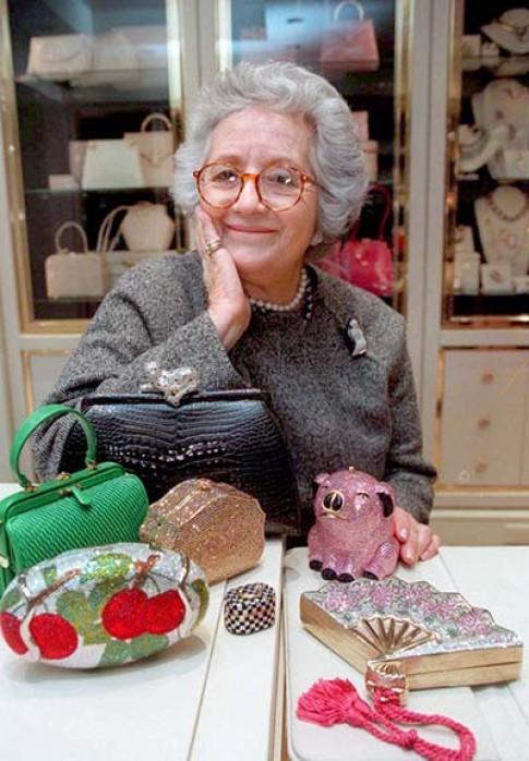 Nhà thiết kế túi lừng danh Judith Leiber qua đời