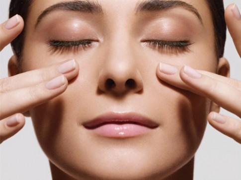 Những cách giúp chị em chống lão hóa da vùng mắt