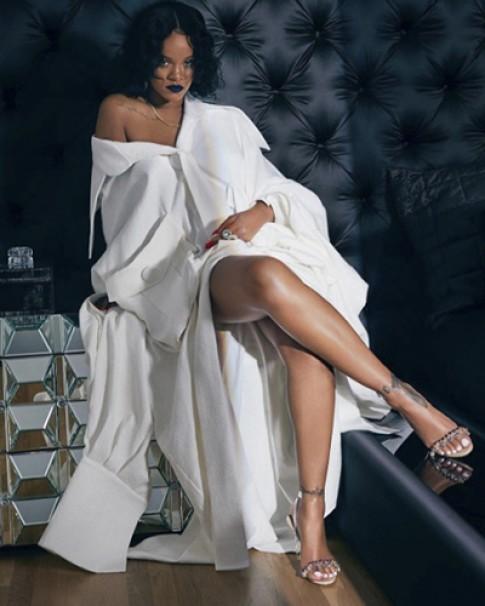 Rihanna diện áo 'Em Hoa' của Công Trí chụp ảnh thời trang