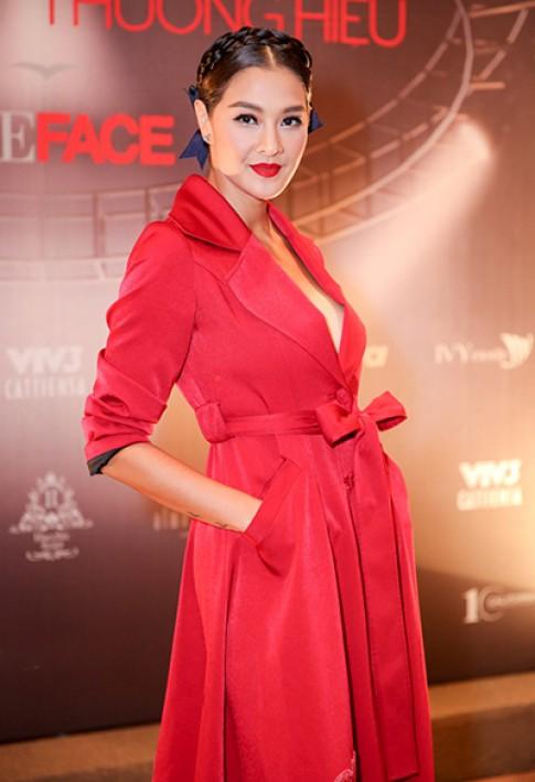 Siêu mẫu Lukkade đến Việt Nam biểu diễn cho Chung Thanh Phong