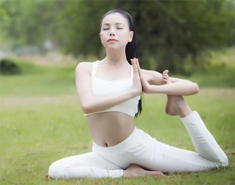 Thổi bay mỡ thừa và các đốm mụn xấu xí với 5 động tác yoga đơn giản tại nhà