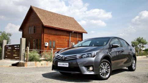 Toyota Corolla Altis 2014 giá từ 20.300 USD