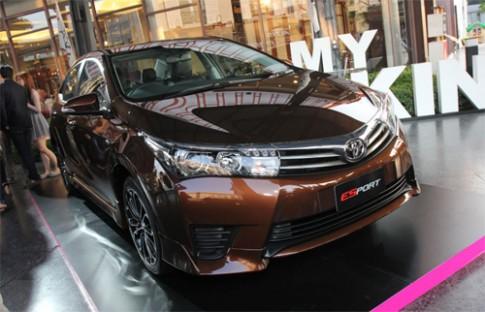 Toyota tung Altis ESport giá 27.600 USD