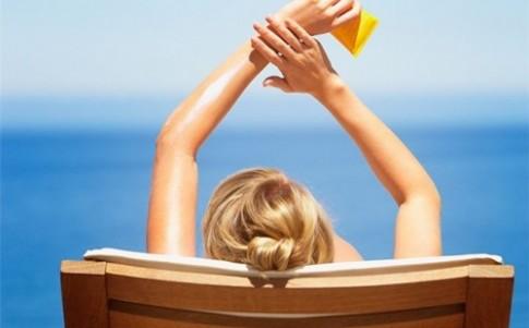 3 lựa chọn kem chống nắng lành tính cứu cánh hoàn hảo cho da mụn ngày hè