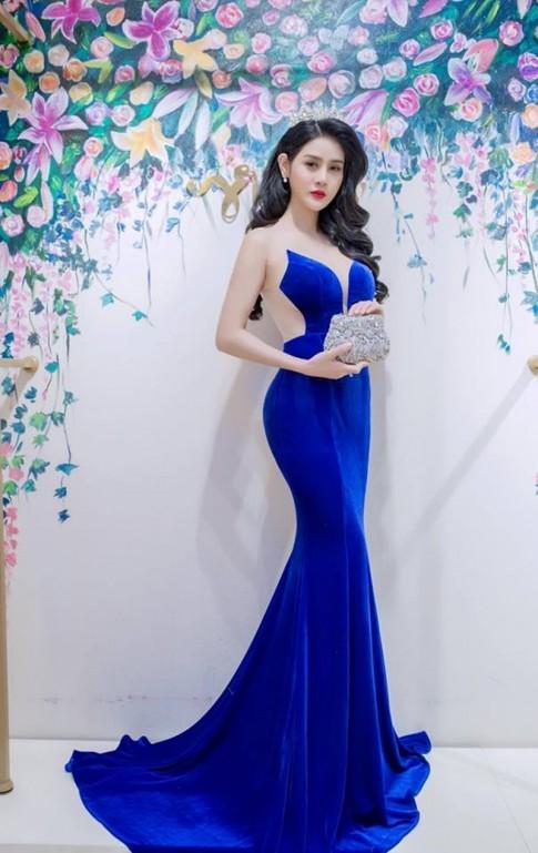 Á Khôi thời trang Triệu Hà Vy quyến rũ trong bộ đầm trăm triệu