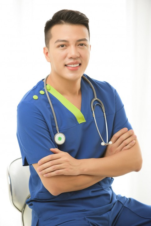 """Bác sĩ """"nam thần"""" và lời khuyên phẫu thuật thẩm mỹ dành cho giới trẻ"""