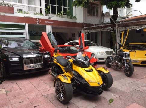 Bộ sưu tập xe mô tô siêu khủng của đại gia y tế