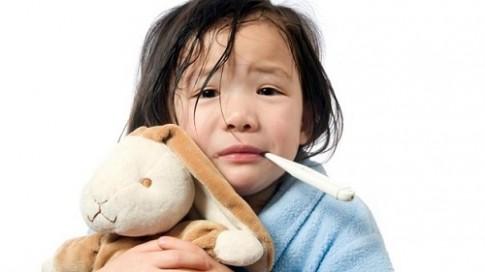 Cách phòng bệnh cho trẻ khi thời tiết nồm ẩm