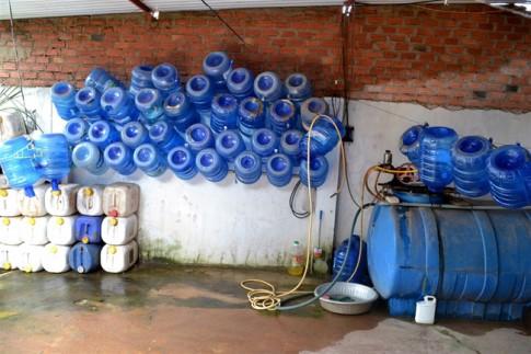 Cẩn thận với nước đóng bình, đóng chai vào mùa hè này