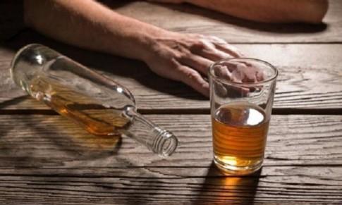 Cảnh báo: Một người đàn ông bị vỡ thực quản sau khi uống nhiều rượu