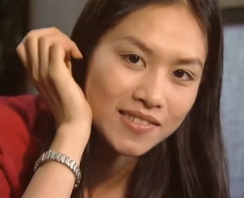 Chị Nguyệt bị nghi phẫu thuật thẩm mỹ khi xuất hiện với gương mặt khác lạ
