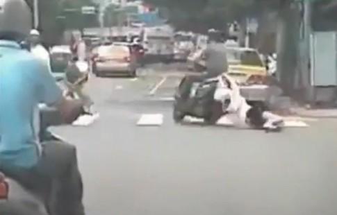 Cô gái bị kéo lê sau xe máy
