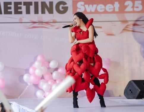Có nguyên 1 rạp xiếc với những thảm hoạ thời trang của sao Việt trong năm 2017