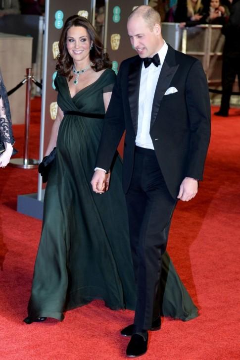 Công nương Kate bầu bí vẫn đọ sắc cùng Angelina Jolie và Jennifer Lawrence tại thảm đỏ BAFTA