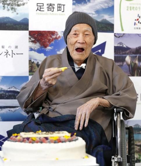 Cụ ông cao tuổi nhất thế giới tiết lộ bí quyết sống trường thọ