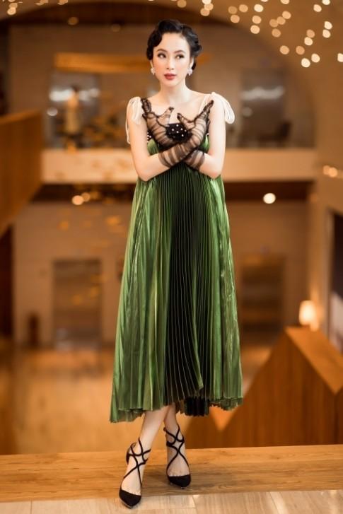 Cứ tưởng Angela Phương Trinh diện chiếc váy này 'thảm họa' lắm rồi cho đến khi nhìn thấy Bảo Anh
