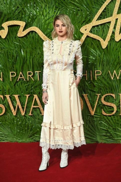 Dàn mỹ nhân hàng đầu thế giới tụ họp 'thiêu đốt' thảm đỏ London Fashion Awards 2017