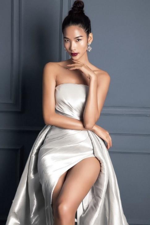 Đến tận Miss Universe mà Hoàng Thùy vẫn chưa thoát được 'lời nguyền đụng hàng'