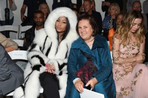 Đến tận New York Fashion Week mà siêu sao Nicki Minaj còn phải 'bắt chước' Hoàng Thùy không cần trời lạnh cũng mặc áo lông