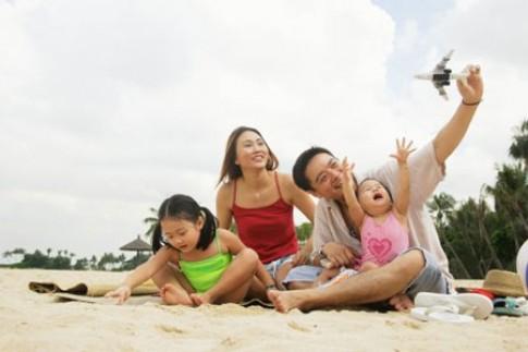Đưa con đi chơi cùng gia đình dịp lễ, cha mẹ cần lưu ý điều gì?