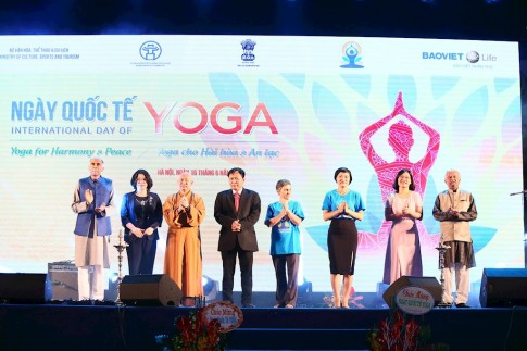 Gần 1.500 người đồng diễn Yoga tại Hà Nội